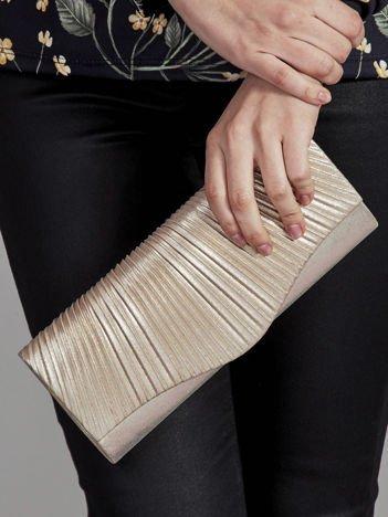 Elegancka kopertówka z ozdobnym plisowaniem złota