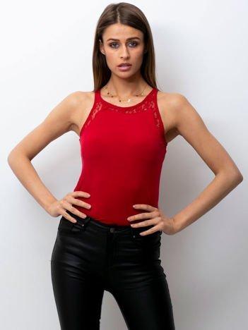 Elegancki dopasowany top z wycięciem na plecach czerwony