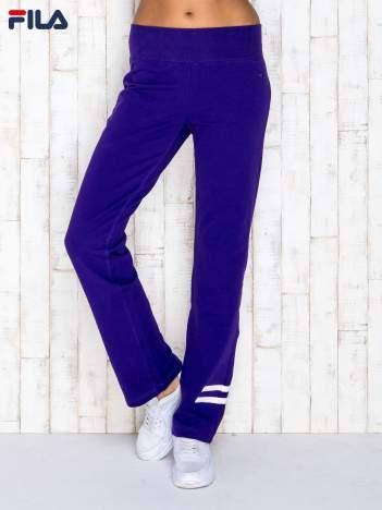 FILA Fioletowe spodnie dresowe z paskami na nogawkach