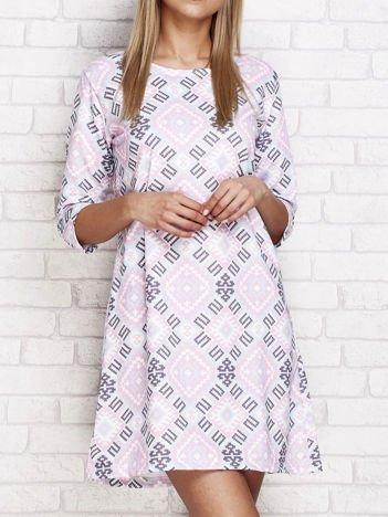 Fioletowa sukienka dzienna w etniczne wzory