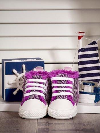 Fioletowe ocieplane buciki dziecięce w wzór jodełki