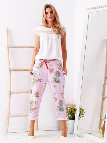 Fioletowe spodnie w kwiaty