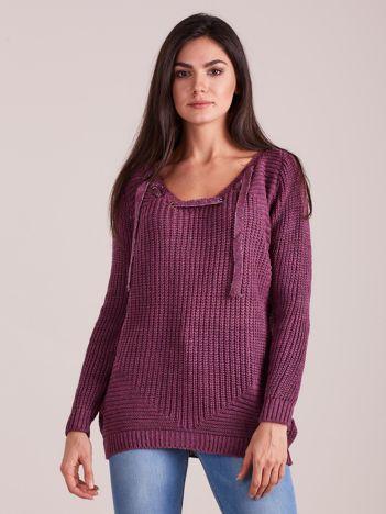 Fioletowy sweter ze sznurowaniem