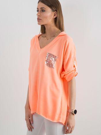 Fluo pomarańczowa bluzka damska z cekinową kieszenią
