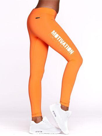 Fluo pomarańczowe legginsy na siłownię z motywującym hasłem
