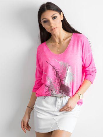 Fluo różowy cienki sweter z nadrukiem