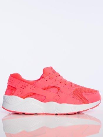 Fuksjowe buty sportowe na spręzystej podeszwie z gumowanymi wstawkami na pięcie