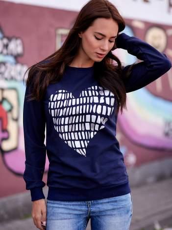 Grafitowa bluza z nadrukiem w kształcie serca