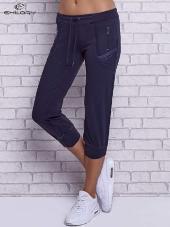 Grafitowe spodnie capri z kieszeniami po bokach