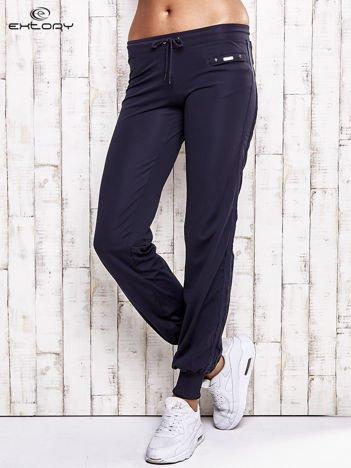 Grafitowe spodnie dresowe z kieszonką na suwak