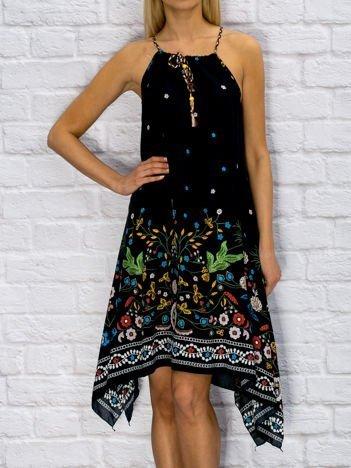 Granatowa asymetryczna sukienka w etniczne wzory