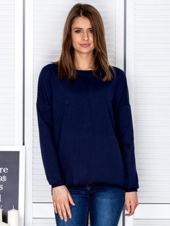 Granatowa bluza z listwą z perełek