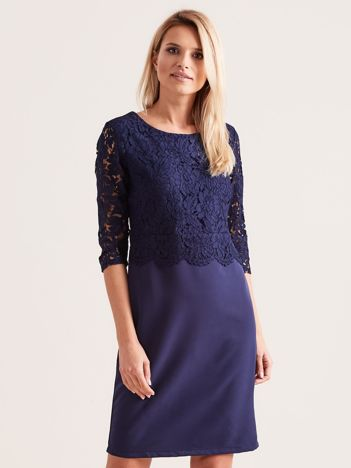 Granatowa elegancka sukienka z koronką