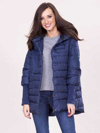 Granatowa kurtka na zimę z kapturem