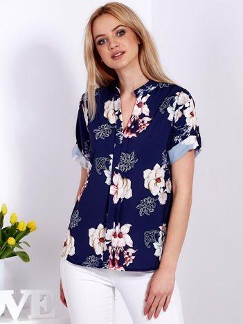 Granatowa kwiatowa bluzka z podwijanymi rękawami
