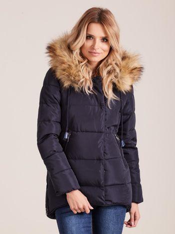 Granatowa pikowana kurtka damska z futerkiem