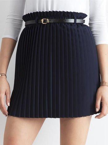 Granatowa plisowana spódnica z paskiem