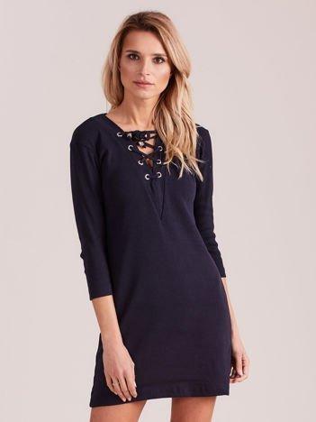 Granatowa prążkowana sukienka ze sznurowaniem