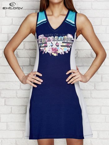 Granatowa sportowa sukienka z nadrukiem