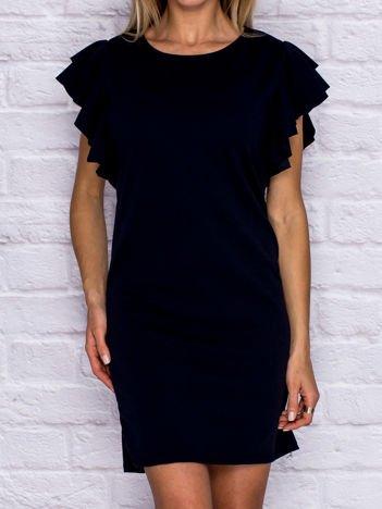 Granatowa sukienka koktajlowa z ozdobnymi falbanami