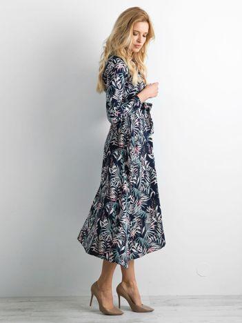 Granatowa sukienka midi w kwiaty