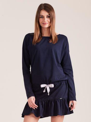 Granatowa sukienka oversize z falbaną