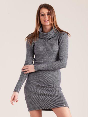 Granatowa sukienka w prążki z golfem