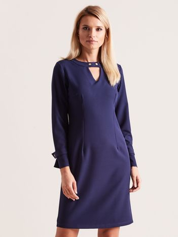 Granatowa sukienka z wycięciem