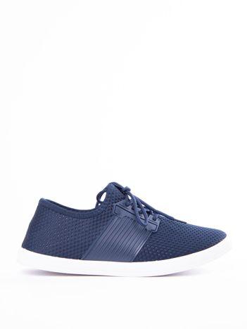 dee3922a5d Granatowe buty sportowe z fakturą i gumową wstawką na sznurowaniu
