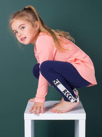 Granatowe legginsy dziewczęce z paskiem pod stopą