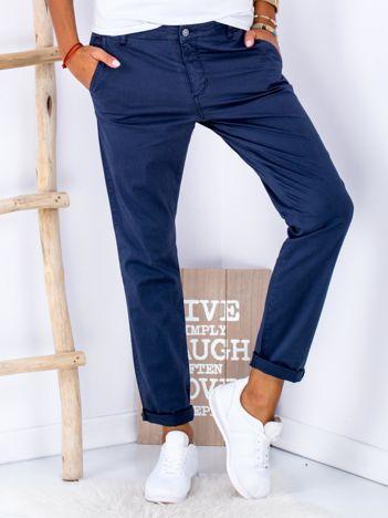 Granatowe materiałowe spodnie o prostym kroju