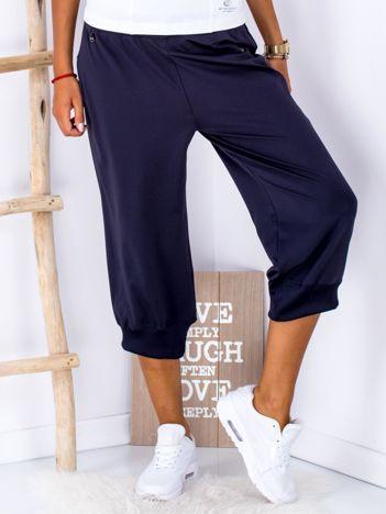 Granatowe spodnie capri ze ściągaczami PLUS SIZE