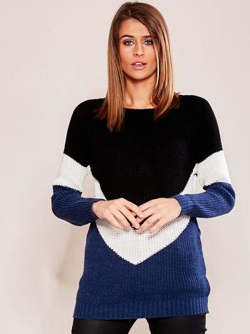 Granatowo-czarny sweter z geometryczny motywem