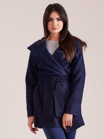 Granatowy dzianinowy płaszcz z kapturem