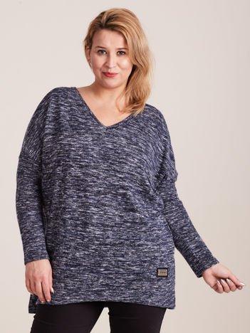 Granatowy lekki sweter melanżowy V-neck PLUS SIZE