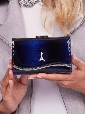 Granatowy skórzany portfel damski z lakierowaniem
