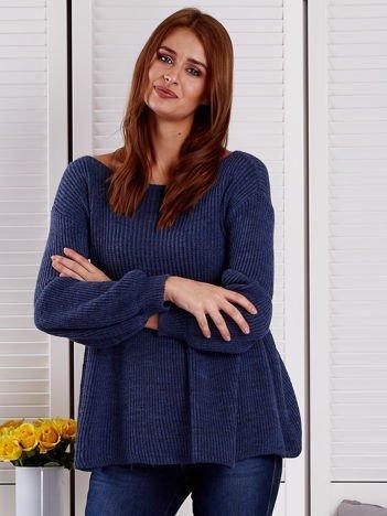 Granatowy sweter z bufiastymi rękawami