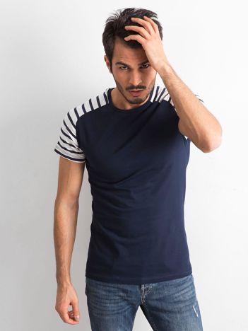 Granatowy t-shirt męski z paskami