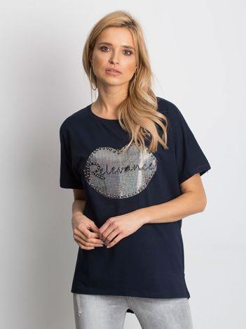 Granatowy t-shirt z motywem ust