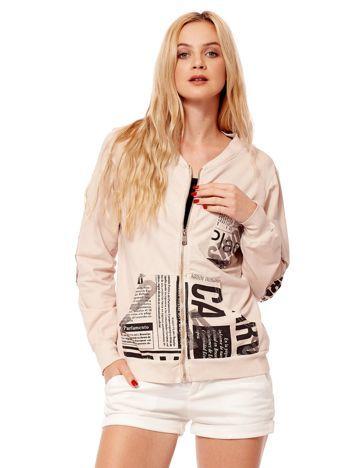 Jasnobeżowa bluza o kroju bomberki z motywami paper print