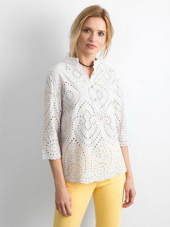 Jasnobeżowa bluzka z ażurowaniem z przodu