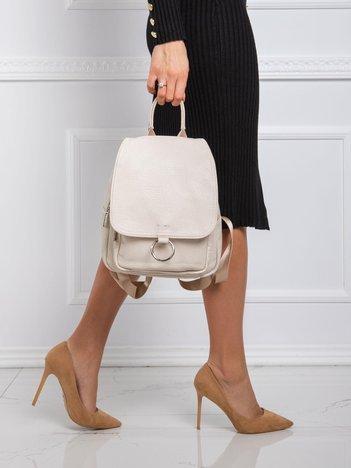 Jasnobeżowy mały plecak z klapką