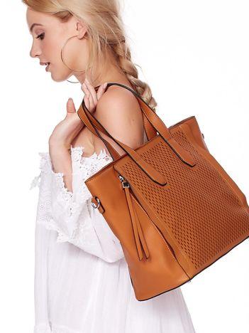 Jasnobrązowa torba shopper z ażurowaniem i odpinanym paskiem