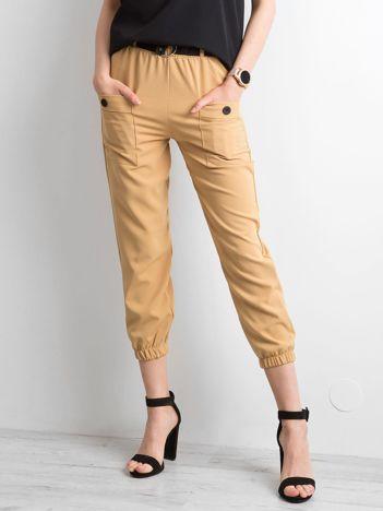 Jasnobrązowe spodnie ze ściągaczami