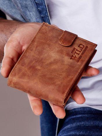 Jasnobrązowy portfel męski ze skóry zapinany na zatrzask