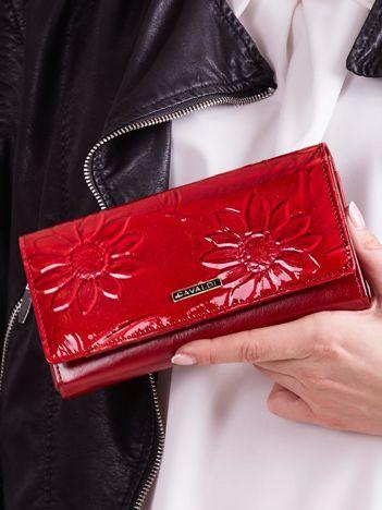 Jasnoczerwony lakierowany portfel skórzany