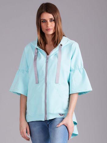Jasnoniebieska bluza dresowa z szerokimi rękawami