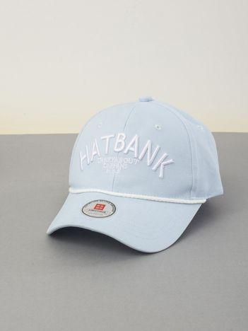 Jasnoniebieska czapka z daszkiem