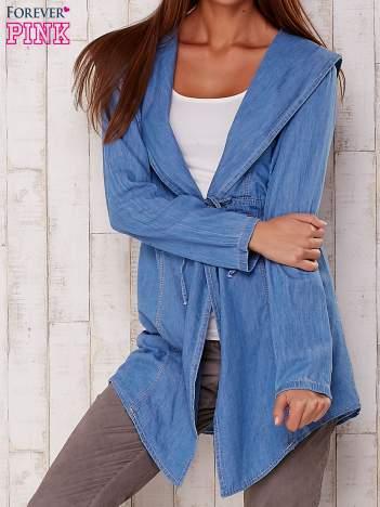 Jasnoniebieska jeansowa koszula narzutka z kapturem