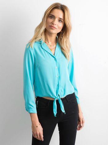 Jasnoniebieska koszula z wiązaniem